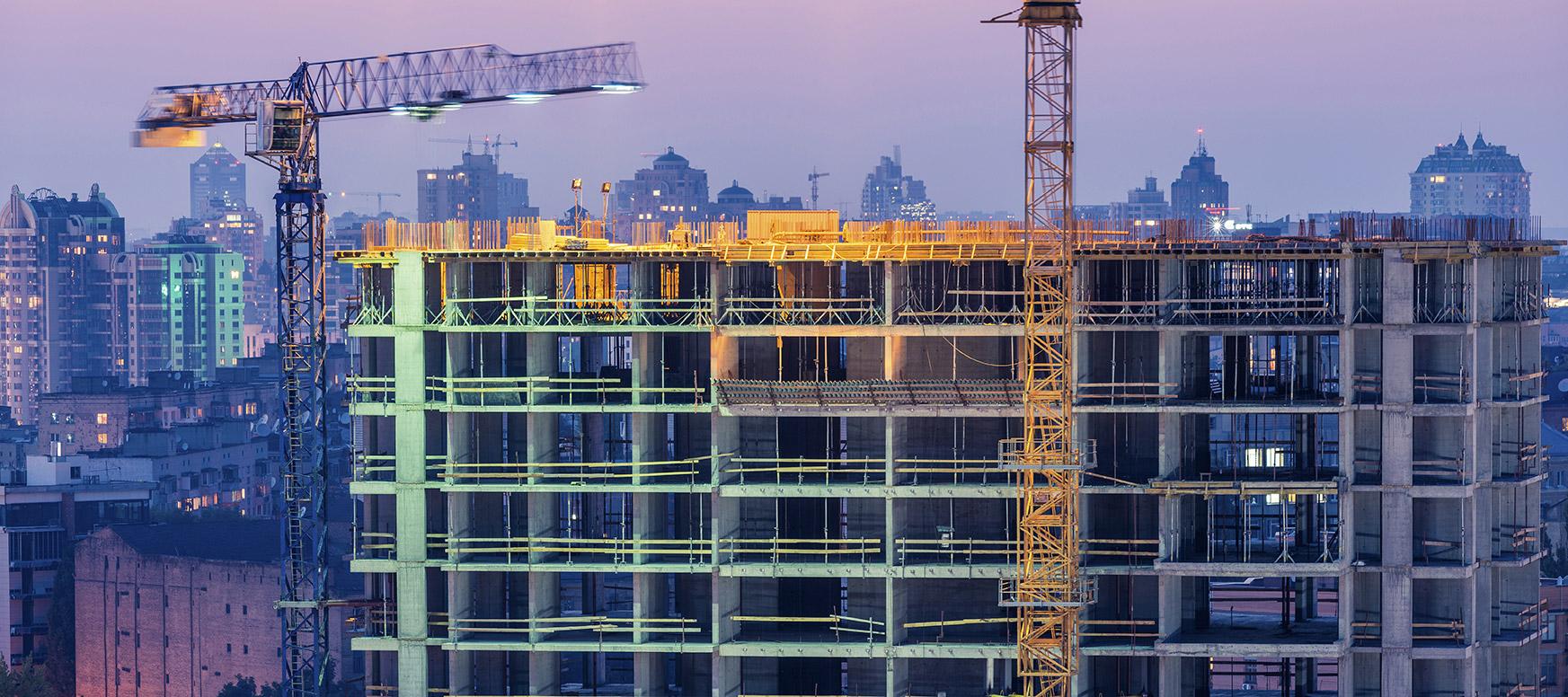 Construction et grue